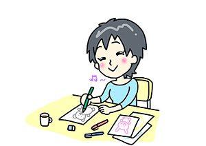 楽しそうにイラスト書く女性