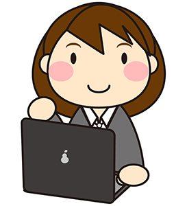 ノートパソコン開く女性