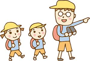 遠足する親子